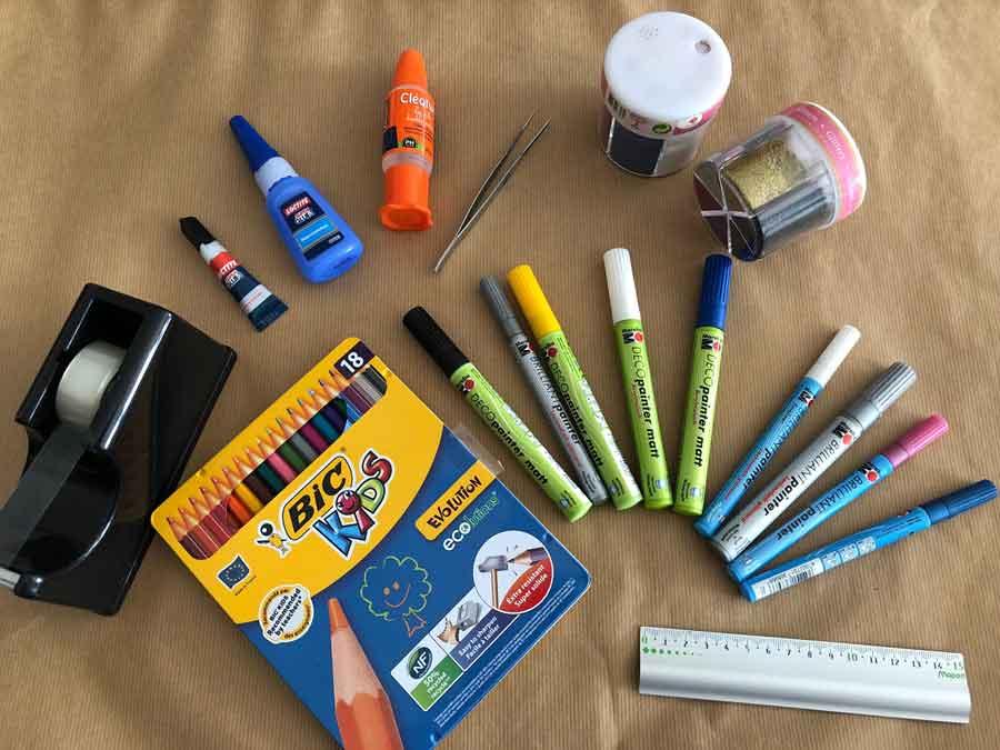 Ruban adhésif, paillettes, crayon de couleur, peinture en stylo...